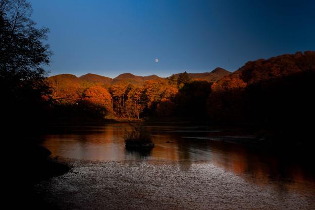 月と照月湖