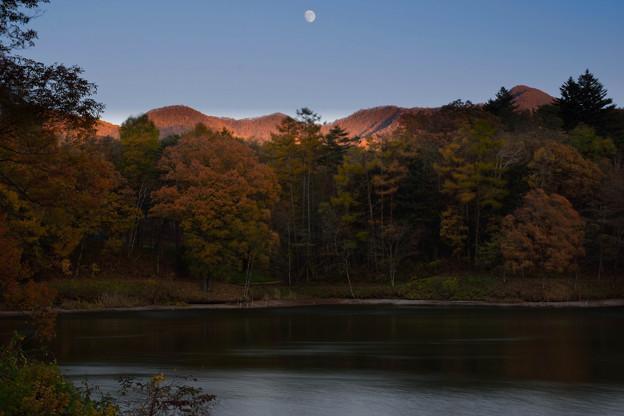 月と照月湖 (2)