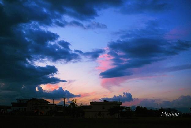 水墨藍的天空