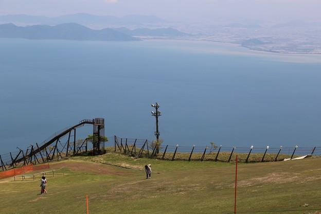 琵琶湖への滑り台!