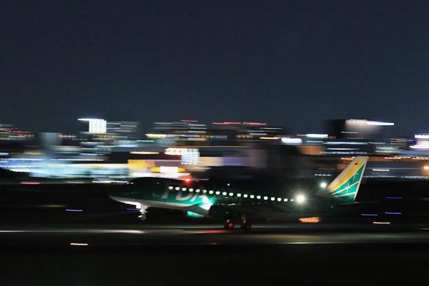 伊丹空港を飛び立つFuji Dream Airlines
