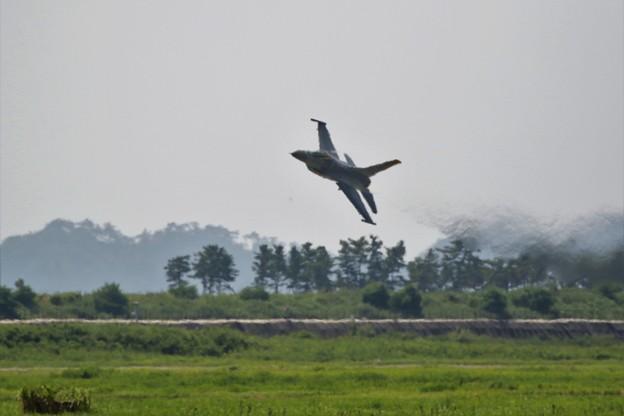 Photos: F16ローパス