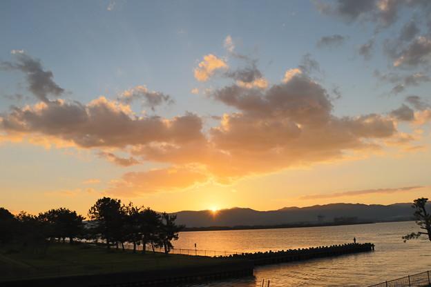 琵琶湖岸と沈む太陽(2)