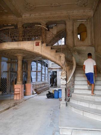 パラダール La Guaridaの一階