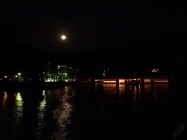 厳島神社と月
