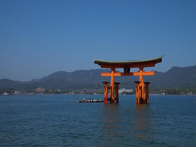 厳島神社船で詣でけり