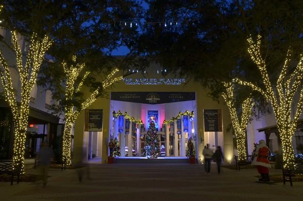 Christmas Tree on 5th 12-13-18