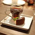写真: コーヒーとチョコレートケーキ