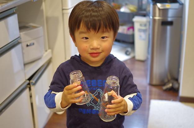写真: ほ乳瓶にバイバイ
