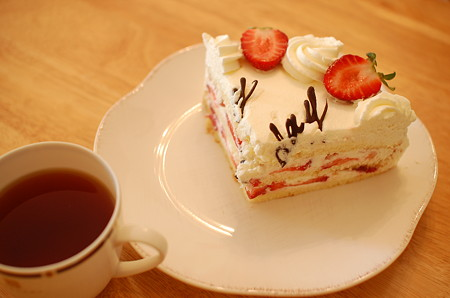 cafe cakesのバースデイケーキ(切ったところ)