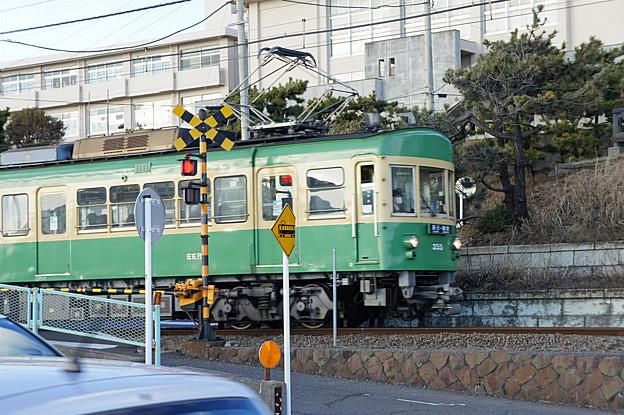 七里ヶ浜の江ノ電
