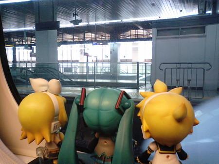 博多駅に停車。 レン:「ここからJR西日本の山陽新幹線だね」