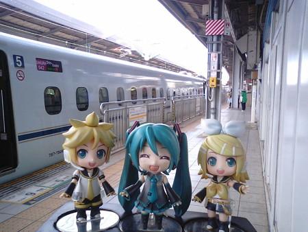 リン:「小倉駅に到着だゅ♪」 ミク:「マスター、またまたDIVA修行で...