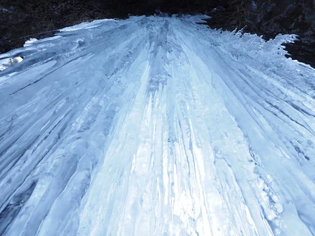 写真: 氷柱のカーテン