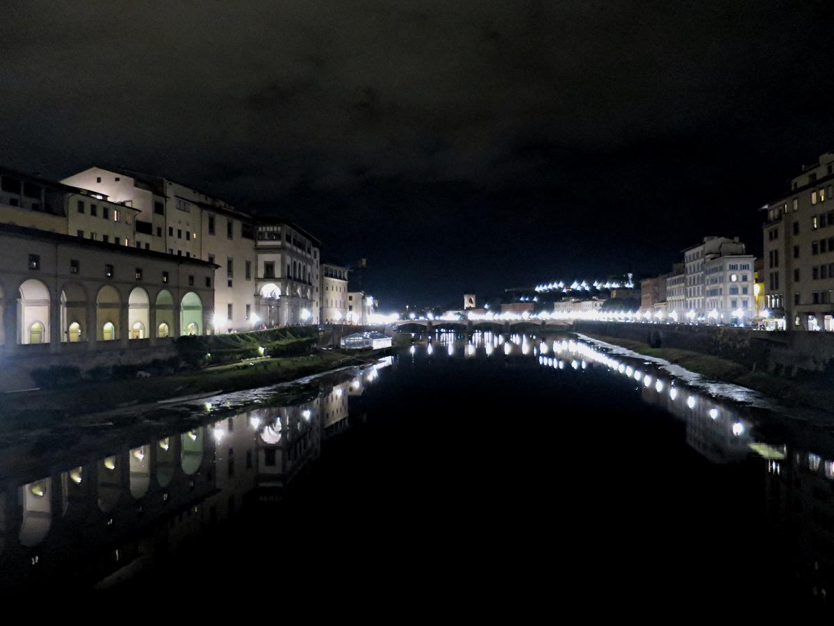 ヴェッキオ橋からの夜景