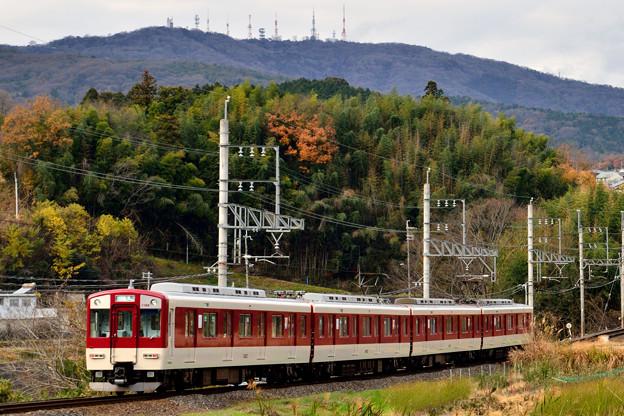 2015_1227_145415_02_生駒山の東山麓を走る生駒線