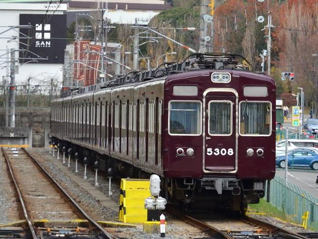 2018_1219_120238阪急千里線 北千里駅の北側の引き上げ線