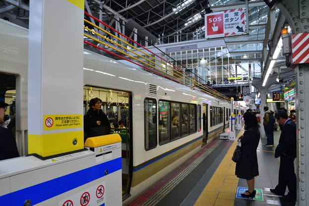 2019_0317_155412 大阪駅可動ホーム柵