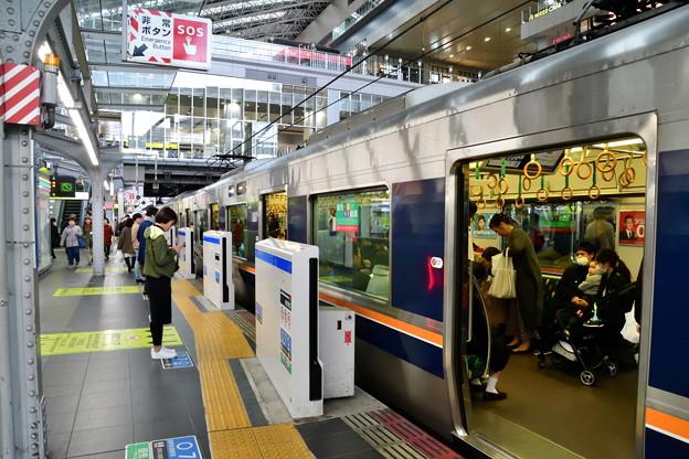 2019_0317_155519 大阪駅のホームドア(6/7番線)