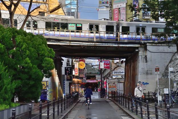 2019_0317_162344 京橋のガード