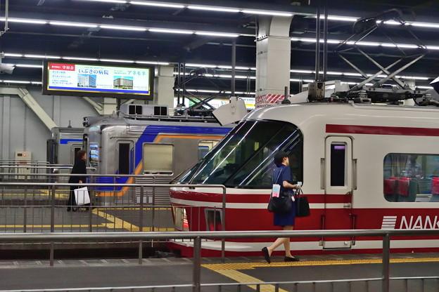 2019_0616_165456 高野線の主役が並ぶなんば駅
