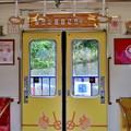 2019_0623_115250 こちらの電車の車内は黄色基調