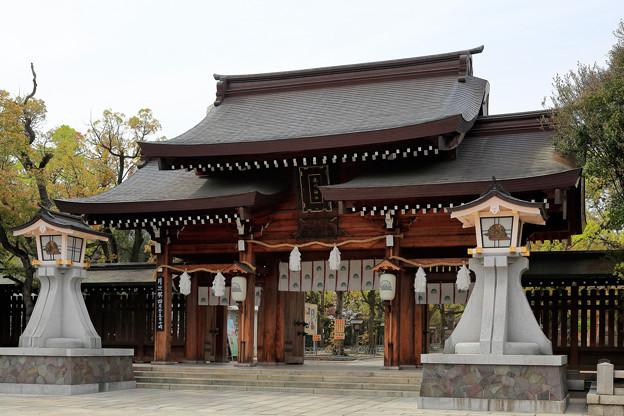 堂々たる佇まい 神戸・湊川神社