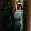 自転車のある路地