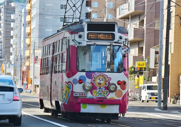 Photos: 走る広告電車