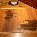 麺屋武蔵 二天、カウンターの木目柄