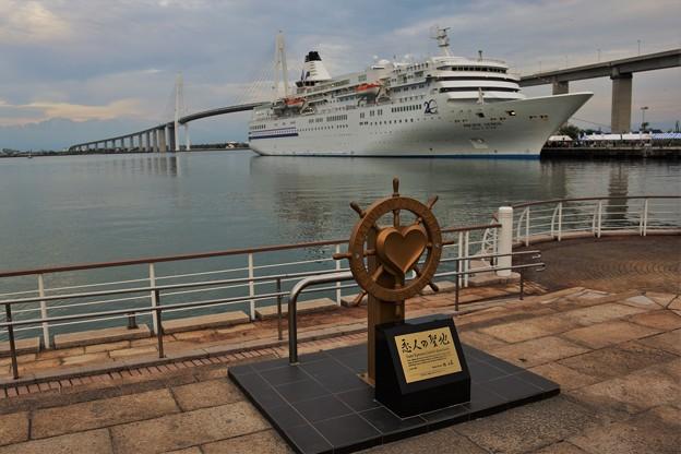 海王丸パークにクルーズ客船寄港