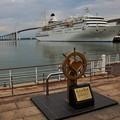 写真: 海王丸パークにクルーズ客船寄港