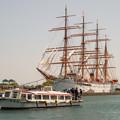 写真: 遊覧船&海王丸 DSC09996