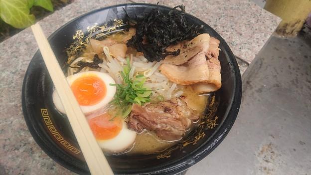 とろとろ炙り軟骨焼豚入り白エビ豚骨~北海道干し貝柱バージョン~を食べました。