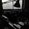 写真: 旋盤のある窓際