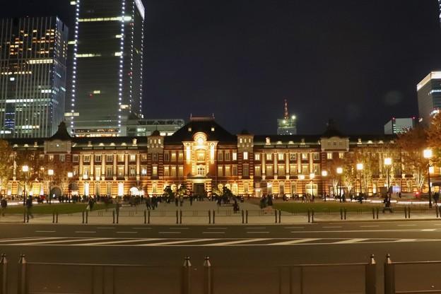 師走の東京駅朝と夜