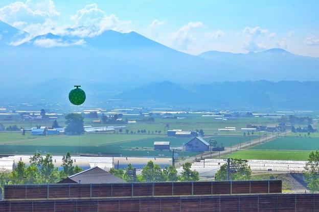 Photos: 中富良野、十勝岳、メロンバルーン