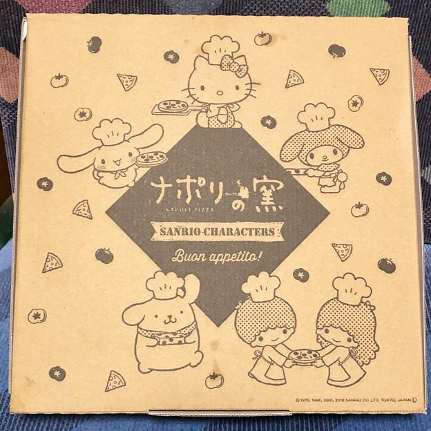 ナポリの窯 サンリオキャラクターズピザ箱