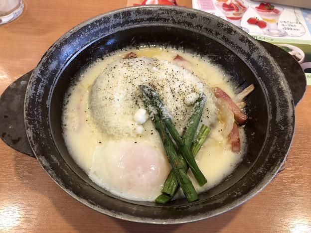 とろ~り卵のカルボナーラ風チーズINハンバーグ