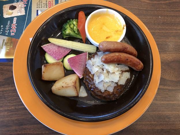 彩り野菜のチーズフォンデュ ハンバーグ&ソーセージ デミグラスソース