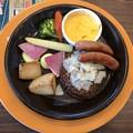 Photos: 彩り野菜のチーズフォンデュ ハンバーグ&ソーセージ デミグラスソース