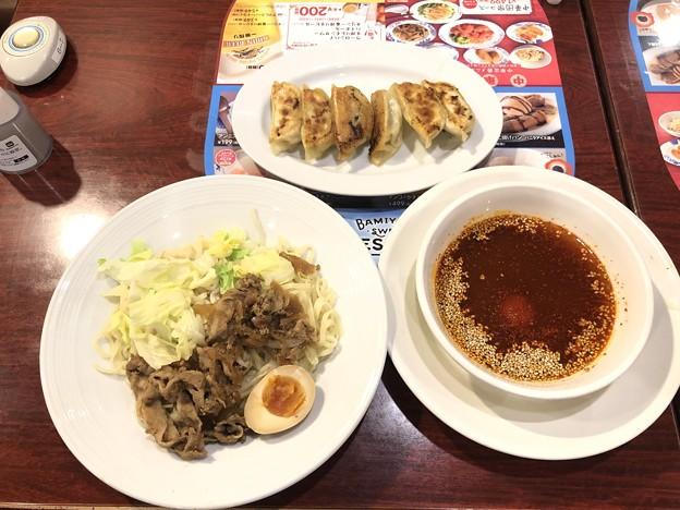 広島流 肉盛り辛つけ麺(本格焼餃子[6コ]のセット)