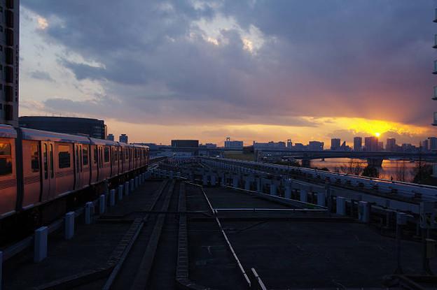 s2428_ゆりかもめ豊洲駅新橋側