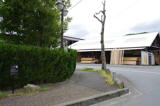 Photos: s6422_国鉄内子駅跡の碑_内子町内自治センター付近
