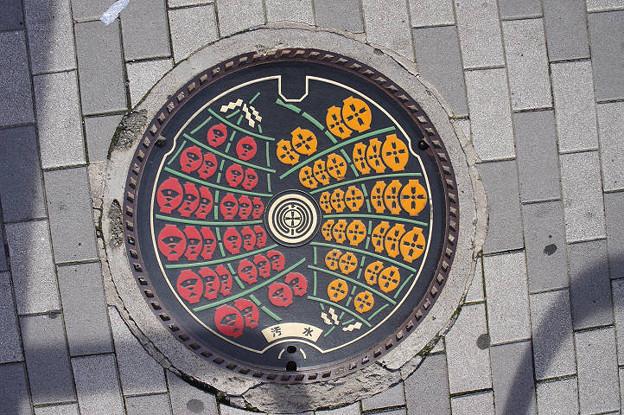 s0948_秋田市マンホール_カラー黒地_汚水