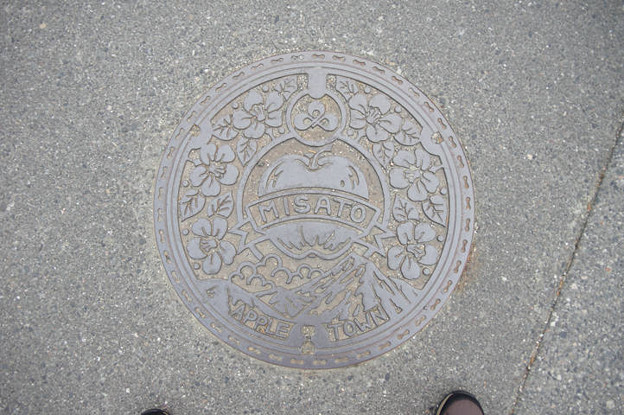 s8039_安曇野市旧三郷村マンホール_APPLETOWN