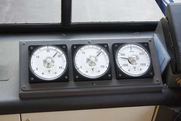 s7986_関電トロリーバス302電圧計