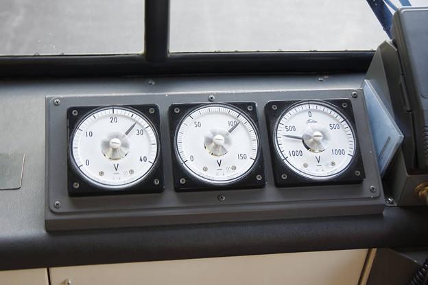 Photos: s7986_関電トロリーバス302電圧計