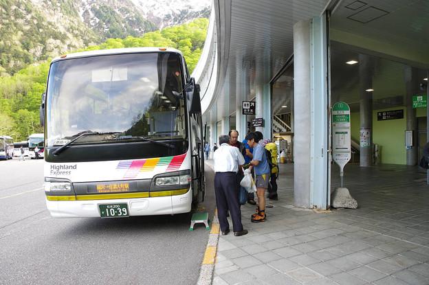 s8014_アルピコ交通信濃大町駅行バス_扇沢