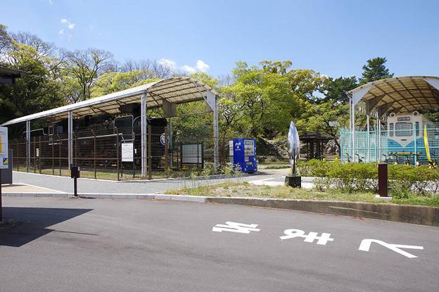 s4951_C57119と321号電車静態展示_和歌山市岡公園